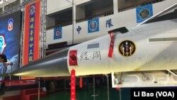 台湾空军2017年7月14日展示改进后的经国号战机(美国之音黎堡摄)