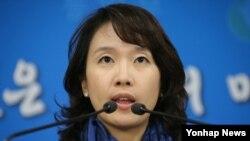 박수진 한국 통일부 부대변인이 13일 정부서울청사에서 정례브리핑을 하고 있다.