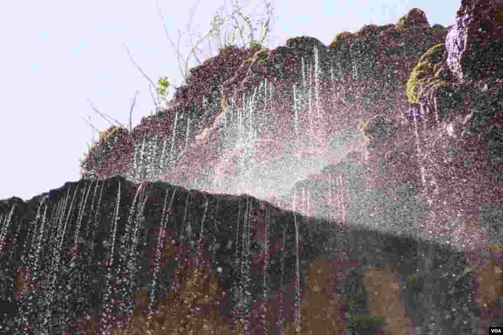 آبشار مارگون شيراز عکس: مسعود جوکار (ارسالی شما)