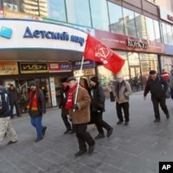 許多俄共党員同時也是教徒,3月份莫斯科反政府集會中的俄共党員