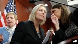 Un tuit del presidente Donald Trump contra la legisladora demócrata Kirsten Gillibrand de Nueva York, defendiéndose de llamados a su renuncia por las acusaciones de acoso sexual en su contra, ha desatado una ola de reacciones en defensa de la senadora.