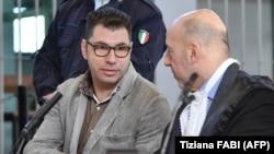 ولنتینو تالوتو (چپ) از آنچه انجام داده است، اظهار پشیمانی کرد.