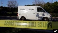 Horas después de la última explosión, la policía envió un escuadrón de explosivos a una instalación de FedEx fuera del aeropuerto de Austin para verificar un paquete sospechoso que se informó poco antes del amanecer.