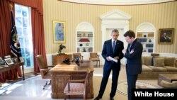 Prezident Obama Ağ Evin sözçüsü Coş Ernestlə