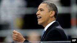 Perezida Barack Obama avuga disikuru nyuma yo kurahira bwa kabiri.