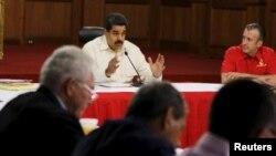 Maduro replicó por lo que consideró una intromisión estadounidense en los asuntos internos venezolanos.