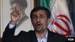 El presidente de Irán, Mahmoud Ahmadinejad, insiste en su derecho de continuar sus iniciativas nucleares.