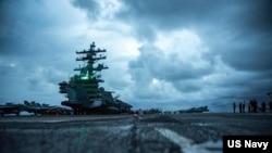 在南中國海執行例行任務的美國海軍羅納德.裡根號航空母艦。(2021年6月14日)