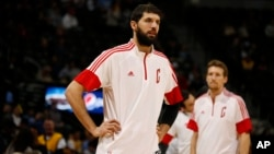 Nikola Mirotic des Chicago Bulls, Denver, Colorado, le 25 novembre 2014.