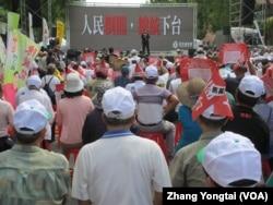 台湾立法院外的民进党支持群众集会(美国之音张永泰拍摄)
