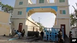 索马里军人在总统府门前站岗