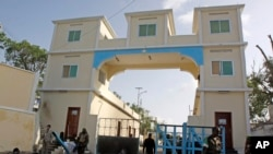 FILE - Somali soldiers stand guard at the main gate of the presidential palace in Mogadishu, July, 9, 2014.