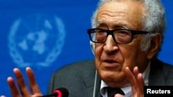 Đặc sứ Liên hiệp quốc và Liên đoàn Ả Rập Lakhdar Brahimi nói chuyện tại một cuộc họp báo ở Geneve