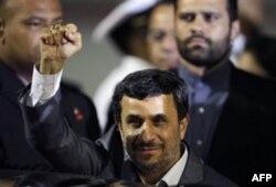 Eron prezidenti Mahmud Ahmadinajod yadroviy texnologiya atom energiyasi ishlab chiqarish uchun zarur deb keladi