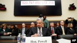 """Jerome Powell, presidente de la Reserva Federal de EE.UU., dijo que la Fed no cree que las fuertes oscilaciones en el mercado accionario """"tengan demasiado peso en el panorama económico, el mercado laboral y la inflación""""."""