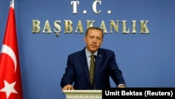 PM Turki Tayyip Erdogan memberikan keterangan pers setelah mengumumkan perombakan kabinetnya di Ankara, Rabu (25/12).