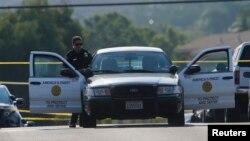 Cảnh sát điều tra gần hiện trường vụ nổ súng ở San Diego, California, 29/7/2016.