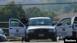 La police de San Diego sur les lieux où un policier a été tué et un autre blessé par balle pendant un contrôle routier, à San Diego, Californie, États-Unis, le 29 juillet 2016.