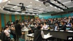 在香港城市大學舉行的「港人身份及香港主體性論壇」,吸引逾百學生及市民參與