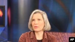戴维森学院政治系教授任雪丽2008年参加美国之音节目