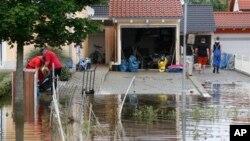 10일 독일 다뉴브 강 인근의 홍수 피해 현장. 폭우로 독일을 비롯한 중부유럽이 큰 피해를 입었다.