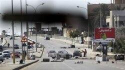 معترضان در لیبی برای مقابله با طرفداران مسلح قذافی آماده می شوند