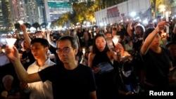 Vigilia en el Parque Victoria de Hong Kong, el martes 4 de junio de 2019, por el 30 aniversario de la represión a activistas del movimiento pro-democracia en la Plaza Tiananmén de Beijing en 1989. REUTERS/Tyrone Siu.