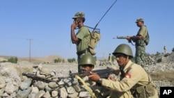 巴基斯坦軍方還擊敵人。