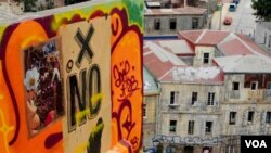 En América Latina, la expresión es como en los inicios del movimiento callejero en los 80 en NY, mucho contenido social y político, según Rosales.