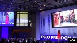 李香梅演讲时介绍新疆人权情况(美国之音许宁摄影)