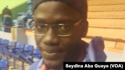 El Hadj Mouhamed Gaye, travailleur dans une société de réseaux informatiques et capitaine de l'équipe nationale de basket handisport, à Dakar, Sénégal, 25 mars 2017. (VOA/ Seydina Aba Gueye)