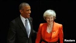 特里莎梅(右)與奧巴馬