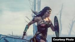 Gal Gadot ถ่ายทำภาพยนตร์ Wonder Woman ระหว่างตั้งท้องด้วย