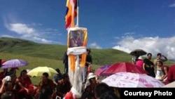 藏民在聖山上慶祝達賴喇嘛生日