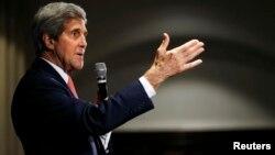 El secretario Kerry pronuncia un disurso durante su gira por Asia.