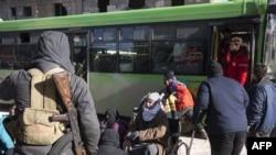 正在紧急撤离因阿勒颇反政府力量所控制的叙利亚人民(2016年12月15日)