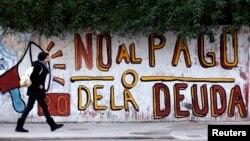 Un rótulo alusivo a la deuda argentina en Buenos Aires.