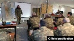 Müdafiə naziri Zakir Həsənov hərbi təlimi müşahidə edir