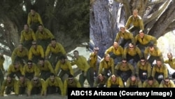 ภาพหมู่ของทีมนักผจญเพลิงในภาพยนตร์ Only the Brave (ซ้าย) กับภาพถ่ายจริงที่ปรากฏในหนังสือพิมพ์ (ขวา)
