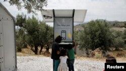 """Las primeras dos unidades del Proyecto Elpis, que en griego signifca """"esperanza"""", fueron diseñadas y construidas con ayuda de la compañía solar griega Entec."""