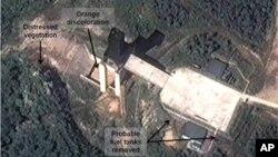 Foto satelit yang menunjukkan Korea Utara sedang menguji coba mesin roket besar yang diduga akan digunakan dalam misil-misil balistik (foto: dok).