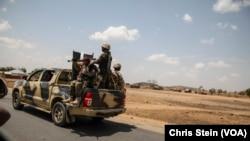Dakarun Najeriya a lokacin da suke tafiya a kan wata hanya da ke jihar Adamawa a ranar 26 ga watan Maris din 2016