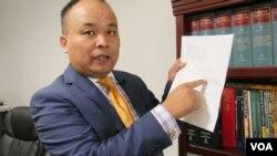 刘龙珠反对剥夺证人资格(美国之音国符拍摄)