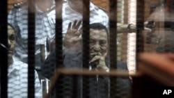 ສານອີຈິບ ຕັດສິນໂທດ ທ່ານ Mubarak