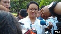Menlu Retno Marsudi memberi keterangan kepada media usai rapat terbatas mengenai Polhukam di Istana Negara, Rabu 18/3 (foto: VOA/Iris).