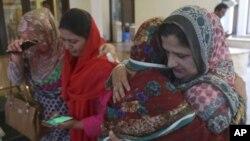 کلثوم نواز کے انتقال پر پاکستان مسلم لیگ نون کی حامی خواتین سوگوار ہیں۔ 11 ستمبر 2018