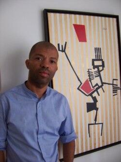 """Os artistas angolanos estão """"ao Deus dará"""", Hildebrando de Melo"""