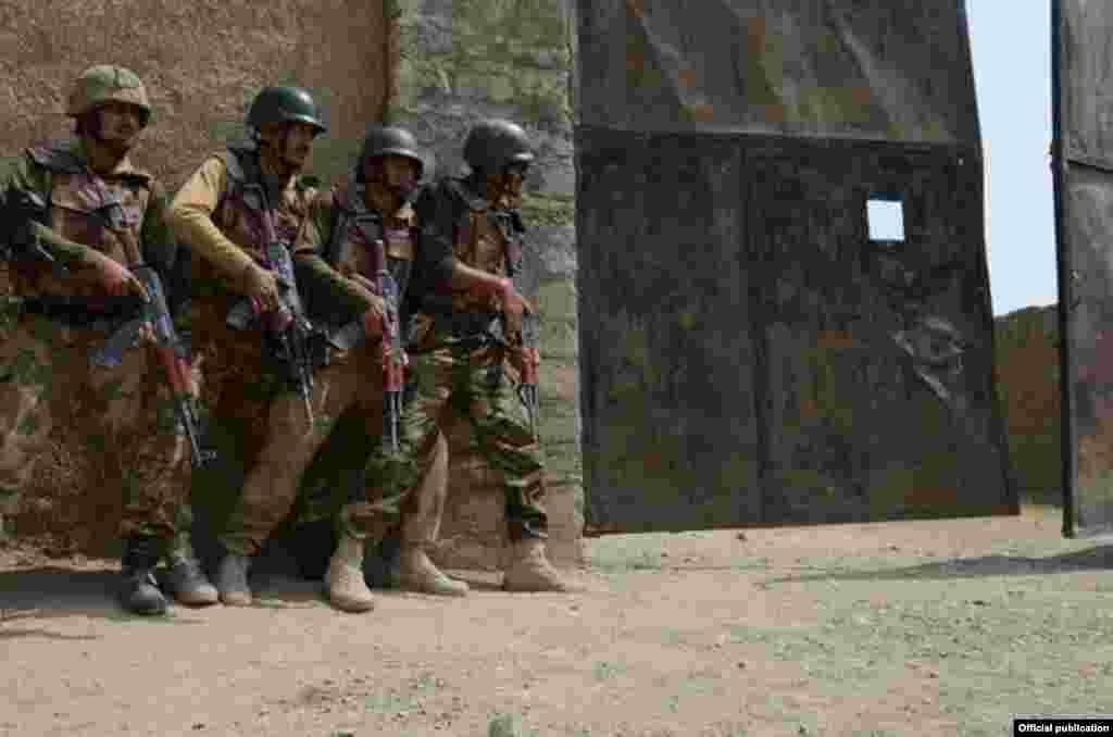 شمالی وزیرستان میں پاکستانی فوج نے گزشتہ سال جون سے 'ضرب عضب' کے نام سے آپریشن شروع کر رکھا ہے۔