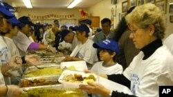 Γεύματα αγάπης της Ελληνοαμερικανικής κοινότητας στη Νέα Υόρκη