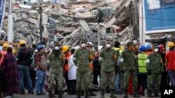 Spasioci i stanovnici Meksiko Sitija na ulicama nakon alarma za novi zemljotres